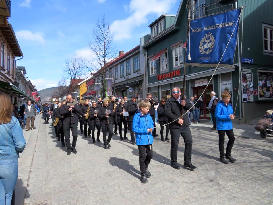 FMF i dukkevogn - og trehjulsykkelparade 22.April 2017